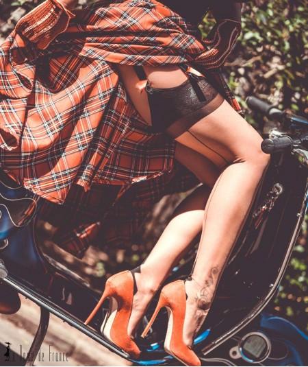 Bas couture La Dame de France, le bas nylon Démon signé Sandrine Raimbaut