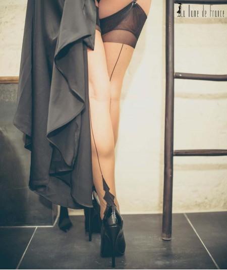 Elégance des jambes en bas nylon à couture Démon La Dame de France, une féminité française