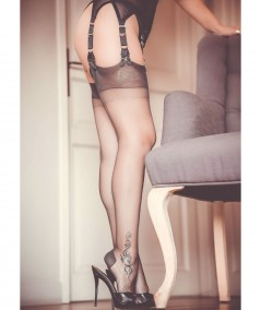 bas gris en nylon avec une couture fine qui fait des jambes fines avec une peau parfaite. Livraison rapide