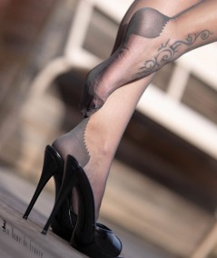Bas nylon solide avec pointe et talon renforcés, un bas très doux pour plaire aux amateurs de bas nylon