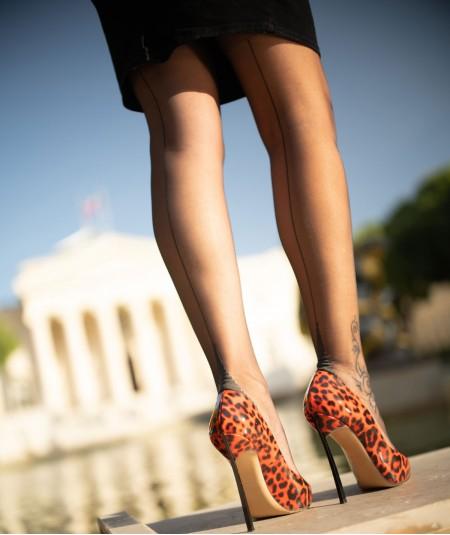 jambes en bas nylon avec couture pour un look vintage et élégant